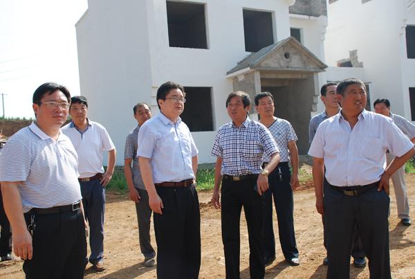 县长赵鹏带领部分政府部门负责同志实地学习李来华精神图片